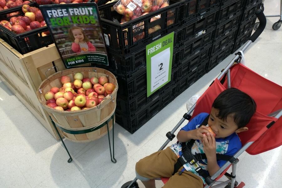 Buah gratis di supermarket Countdown