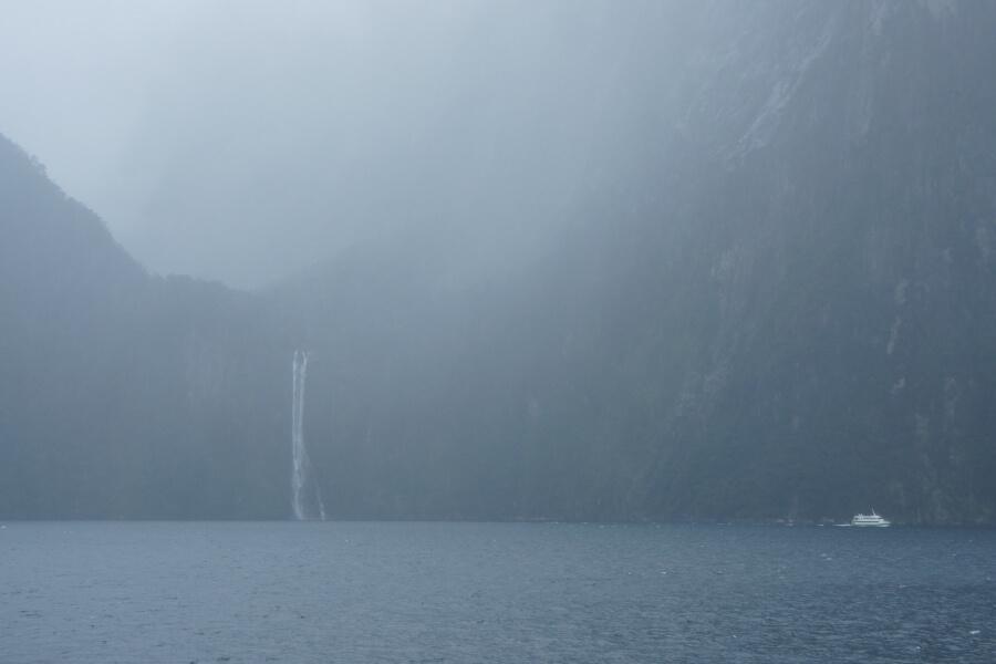 kabut di Milford Sound