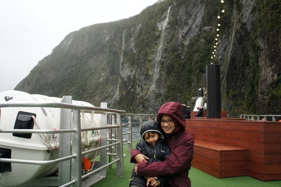 berfoto di Milford Sound