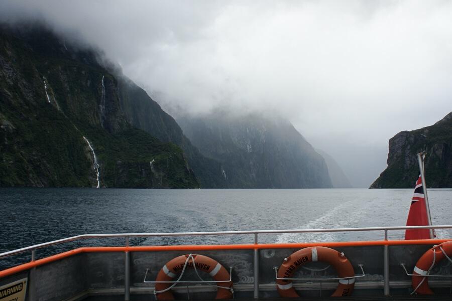 View Milford Sound dari Tasman Seaa