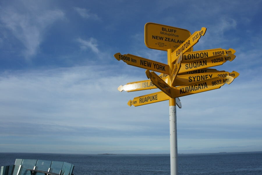 signpost di stirling point bluff new zealand