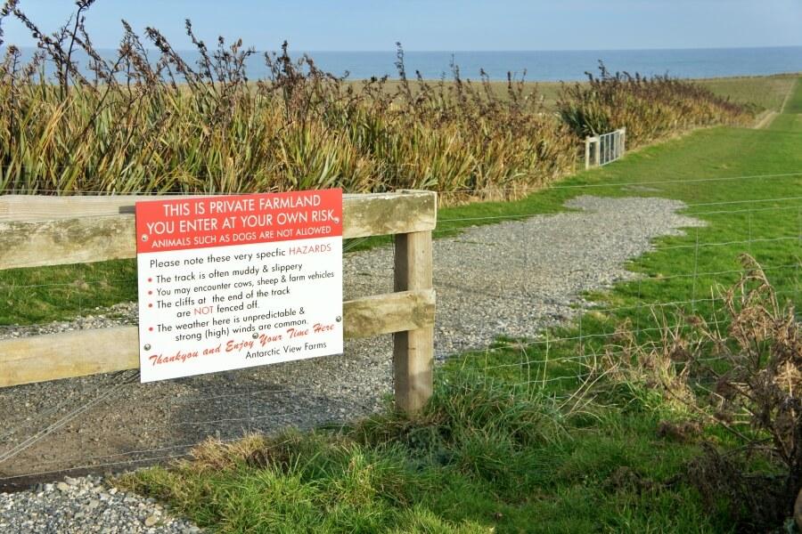 warning di pintu masuk Slope Point